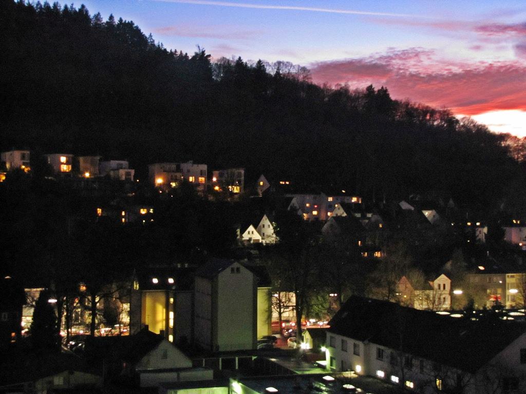 Blick auf den Häusling zur blauen Stunde in Siegen