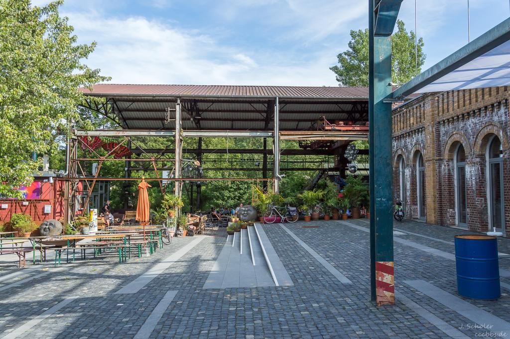 Elmores Biergarten & Lounge